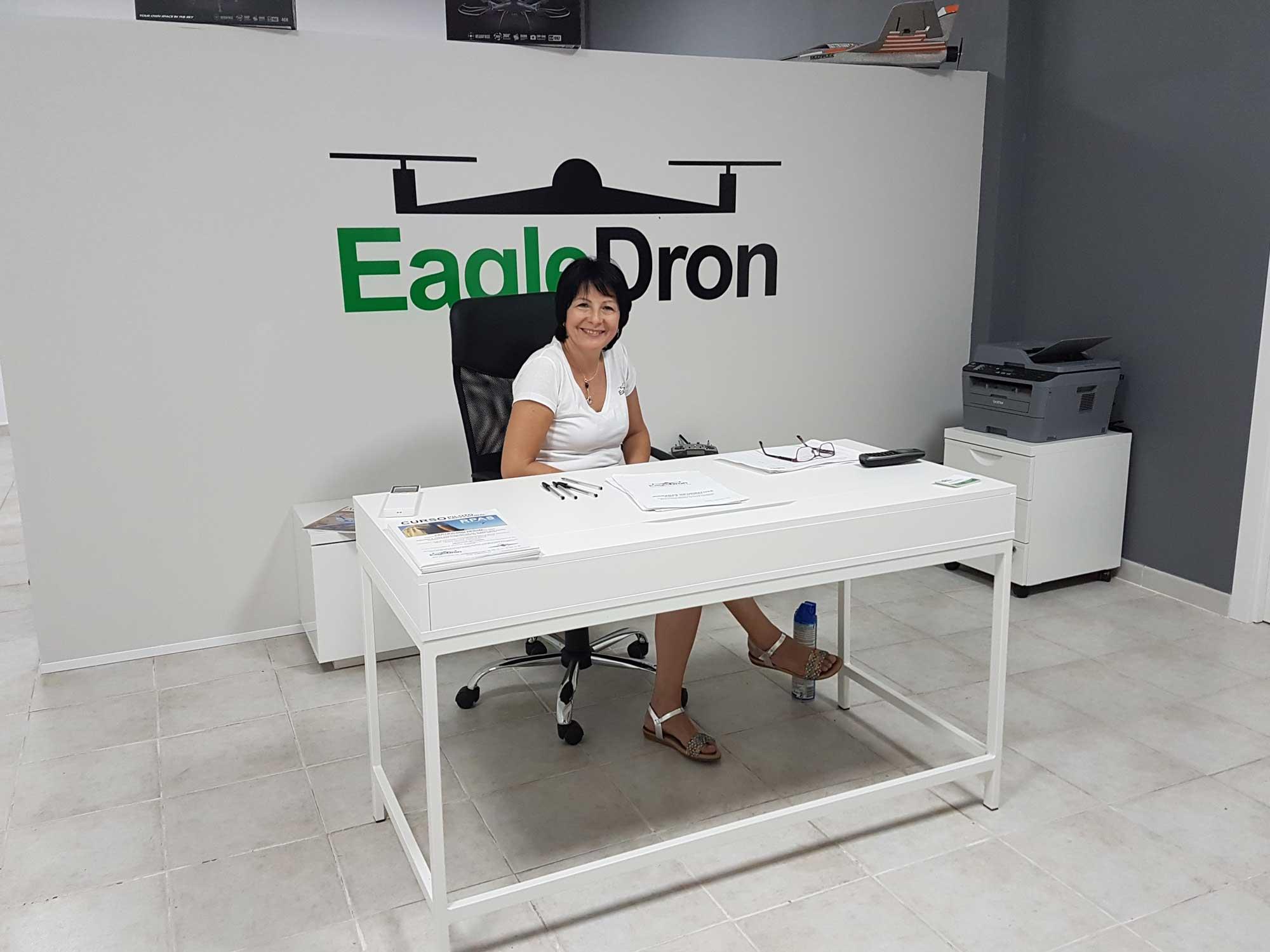 Recepción escuela Eagledron cursos piloto drones valencia