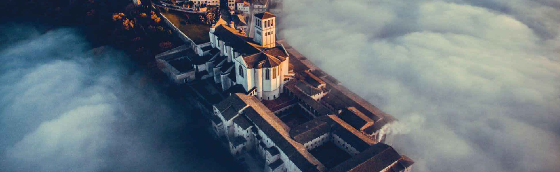 Fotografía de un castillo del curso audiovisual con drones