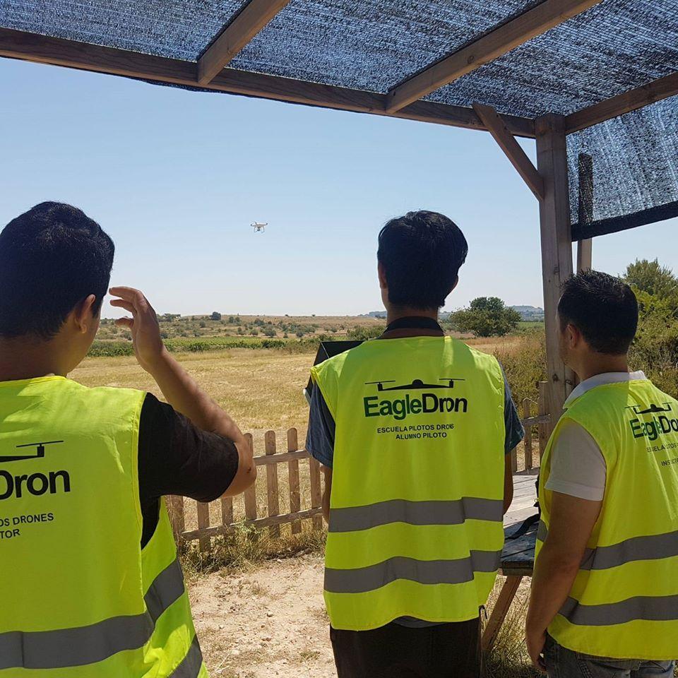 Prácticas de vuelto del curso oficial de iniciación a piloto drones