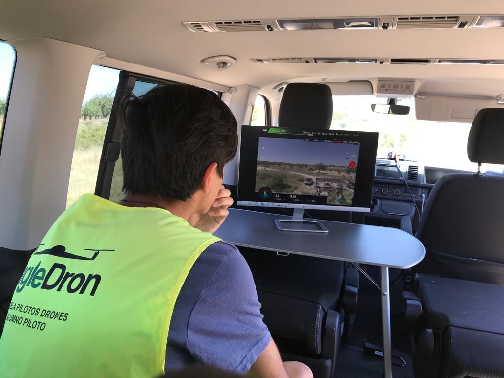 Verificación de imágenes en el curso oficial de iniciación a piloto drones