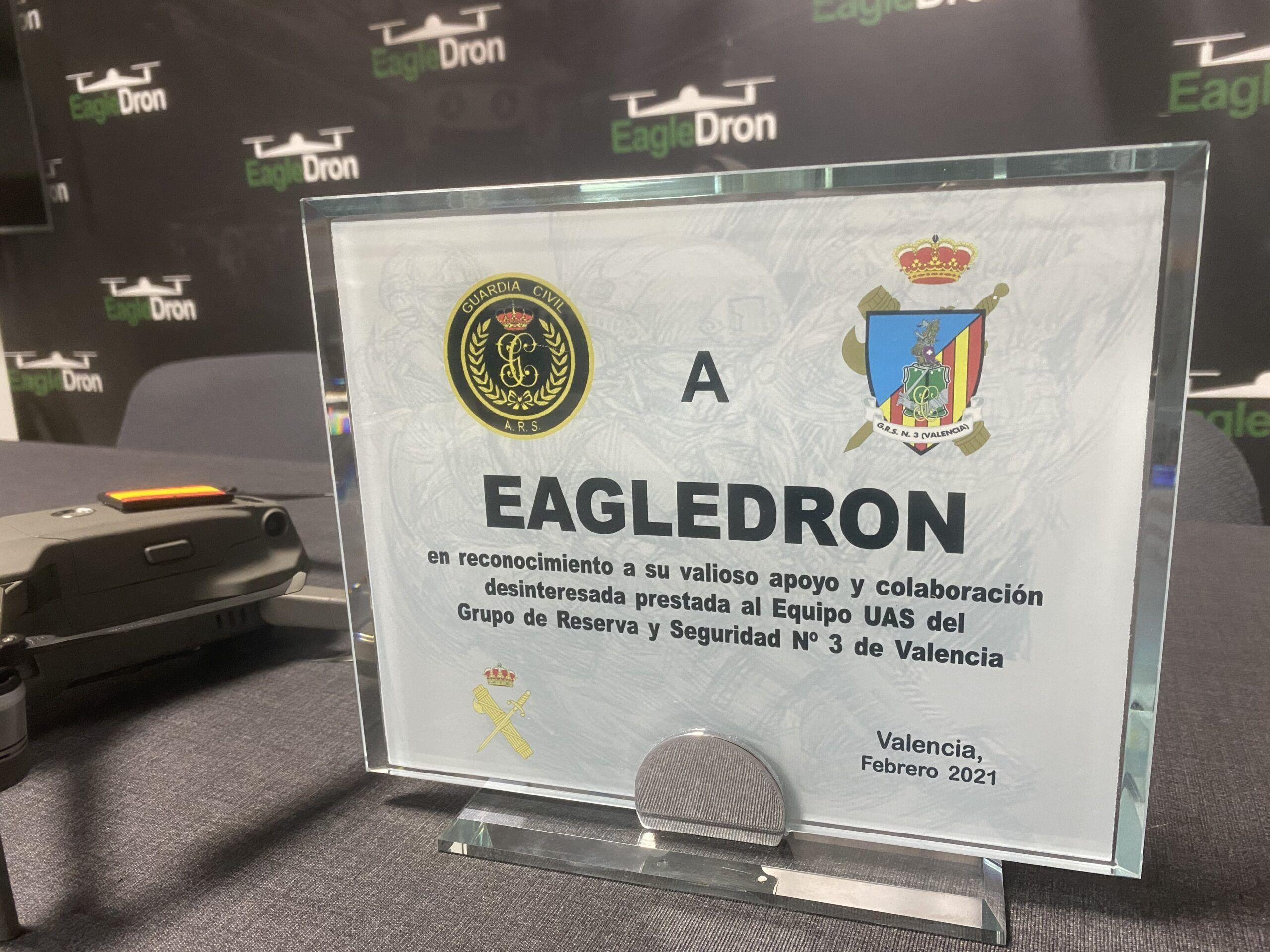 Placa Guardia Civil en agradecimiento a EagleDron